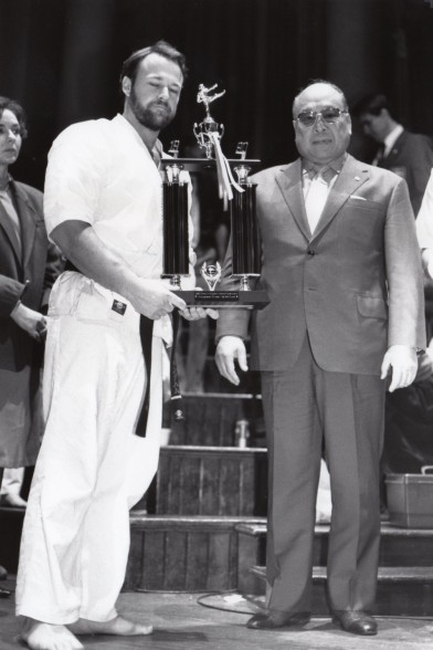 Sosai Oyama awarding Shihan Rick a trophy